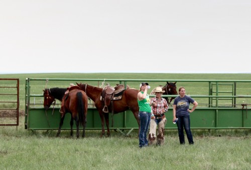 DX Ranch Interns and Jenn (of the DX Ranch) take a break at branding.